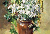 Anne Cotterill / Anne - o fire modestă și veselă. Studiile ei au o vitalitate proaspătă și un puternic sentiment de culoare care acaparează fiecare floare : sunt ca niște bijuterii. Florile sunt aranjate informal într-unul dintr-o mare colecție de vaze, oale, ulcioare si borcane cu gem simple și ea a pictat cu lumină naturală care se încadrează dintr-o singură direcție pentru a da valori tonale atât de importante în orice tablou.
