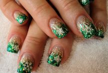 nails design for christmas / looking a pretty nails design for christmas ?