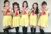BUSTERS / Busters [버스터즈] un grupo de k-pop femenino compuesto por cinco integrantes Kim Minji, Myeong Hyung Seo, Jung Jisoo, Cha Minjeong y Kim Chaeyeon. Debutaron en 27 de noviembre del 2017. El nombre oficial del fandom es Beotchu [버츄] lo cual significa ~Virtud~.