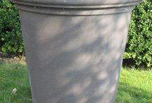 Vorst bestendige potten / Met Impruneta terracotta en polyester kunnen wij u vorst bestendige potten en plantenbakken leveren.