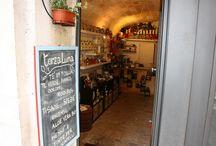 Il negozio del tè / Nel cuore della caratteristica Bari Vecchia, in Via Benedetto Petrone 11, si trova il negozio di tè di TERZA LUNA.