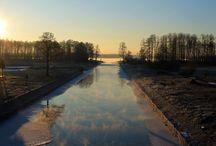 Szlak pieszy PTTK / Jest ma Mazurach szlak pieszy, który wg. danych PTTK jest drugim co do długości na Warmii i Mazurach, ale jest praktycznie w ogóle nieznany. Jego długość to aż 156 km! Co ciekawe łączy wszystkie miasta Krainy Wielkich Jezior Mazurskich: Pisz, Ruciane-Nidę, Mikołajki, Ryn, Giżycko, Węgorzewo. W rejestrach PTTK widnieje pod numerem WM-15-c.