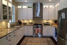 Shaker/Maple/White / Specie: Maple Finish: White Overlay: FOLC Door Style: Kitchen -- Shaker Drawer Style: 5pc Flat