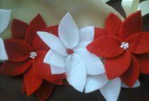 Pie de arbol  Flores de noche buena rojas y  blancas