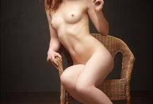 donne nude in posa