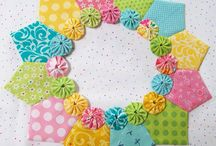 Dresden Plate Quilts / Dresden plate is a traditional quilt block that has been redone in a fresh modern way!