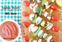 Vegetable Skewers with BBQ Sauce / Barbecue: a Summer classic that can be made good for the body, for the environment and for the animals. The BBQ Sauce is homemade and oil-free. Delicious! Vegan