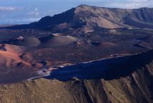 Cliffside Landing / Fly up to the Haleakala crater, then descend down and land along the cliffside to step out, walk around and enjoy the ocean views. Take off again and tour the Hana rainforest and waterfalls before heading back.