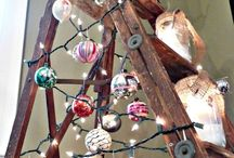 I Heart My Christmas House! / Decking my halls, trimming my trees and getting ready for Santa Baby to hurry down my chimney tonight!  It's my house at EclecticallyVintage.com - decorated for Christmas!