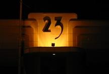Drieëntwintig / Een getal, een nummer, het leven, het heelal en de rest zonder het water te raken / by G. Pipo