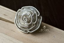 Wire woven roses