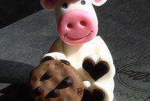 Sugarpaste cow