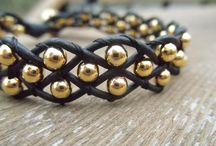 Armbänder mit Perlen / Armbänder mit Perlen aus verschiedensten Materialien und Formen