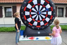 XXL-Dart, Eventmodul und Verleihartikel für Ihre Veranstaltung / Jetzt neu in Berlin für Kinderfest. Der Spielklassiker im Großformat für noch mehr Spaß! Auspacken, aufblasen & spielen! Für Groß und Klein geeignet!