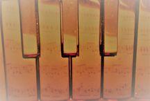 Melodika / ... pianika, melodeon, klávesová harmonika, pianika ... a jiné názvy označují rodinu historicky mladých, proto ještě ne zcela pochopených nástrojů s jejich možnostmi ...