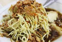 Ketupat / Berikut ini ada aneka olahan masakan dari beras yang berbentuk ketupat, lontong atau lainnya.