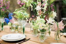 Bröllopsinspiration: Bohemiskt / Dröm dig bort till ett personligt och naturligt bröllop utomhus där blommorna känns egenplockade och buketterna är yviga. Utforma ert bröllop efter hur ni vill ha det och låt kärleken stå i fokus.