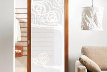 Vinilos para puertas de salón / Vinilo translucido para cristales. Ideas de decoración que permiten sacar partido a puertas, ventanas, mamparas o espejos.
