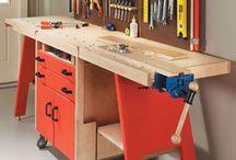 caja de herramientas y meza de trabajo