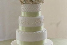 Wedding Cakes / All of the beautiful wedding cakes and cupcakes that we came across.