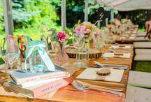 Záhradná svadobná slávnosť od MADELAINE, Garden wedding / Voňavé pivónie, vejúce stužky a množstvo svetielok pod stanom, v krásnej záhrade, s jedinečným candybarom, to bola vysnívaná svadba P&J od MADELAINE. www.madelaine.sk