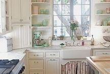 Kitchens / by Arrin Kartel