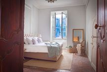 S u i t e s & C h a m b r e s  | L e s  T r o i s  C o m t e s / Chambres d'hôtes Les Trois Comtes is a 300 year old French townhouse with spacious rooms & suites, all furnished in a contemporary style with the charm of the Provence and a touch of  Parisian grandeur.