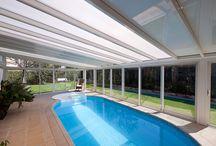 Veranda spa / piscine / Ce tableau présente des exemples de verandas spa et piscine réalisés par les partenaires Vérancial. Les propriétaires disposent désormais d'une pièce en plus dédiée au sport et au bien-être.