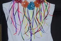 Camisetas Carnavaleras / Camisetas decoradas con flores en tela de lentejuela, fáciles de quitar y poner a la hora de lavar la prenda, para conservar por mucho tiempo la decoración.
