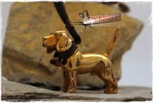 Vakkancs Beagle / Mini-sculpture. Bronze keyring and sterling silver pendant. http://www.vakkancs.eu/vakkancs_dogs/beagle
