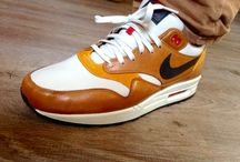 Air maxone escape sneakers
