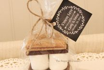 S'MORES PARTY FAVORS and TREATS / S'mores Favor Kits for Wedding Favors, Halloween Party Treats, Rustic Farm Weddings, Football Games, Bon Fires, Tailgate Parties