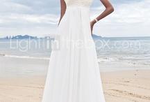Pretttyyy dresses & clothes :)