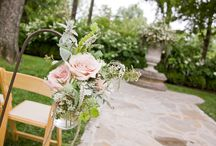 Ceremony Aisle Flowers / From floral garlands to romantic candle-strewn walkways, here are our favorite ways to transform your ceremony aisle.