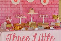 3 little pigs party