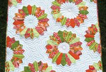 Dresden Layouts / Different quilts made with Dresden plate blocks.