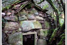 Architecture - rustic, cabin, hovel, hut / Stone dwelling, hut