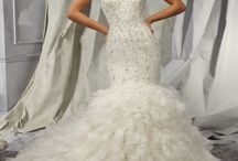 Mermaid Wedding Dresses / Accentuate your curves with these gorgeous mermaid dresses