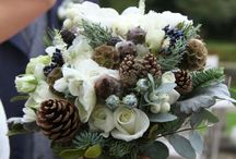 / mistletoe winter weddings / / Inspiration to incorporate the romance of mistletoe into your Winter or Christmas wedding.