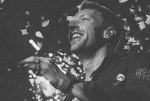 Coldplay / Tablica powstała z myślą o wyjątkowym oraz niezwykłym brytyjskim zespole Coldplay. Przenosi on nas swoimi utworami w cudowny i magiczny wymiar, którego nie chce się opuszczać,  i pragnie by trwał wiecznie. Ta niesamowita muzyka pozwala nam na chwilę zapomnieć o wszystkich problemach i poczuć się lepiej.