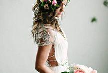BRIDES & FLORALS