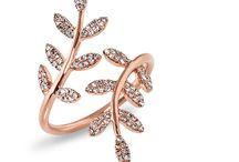 δαχτυλίδια και σκουλαρίκια