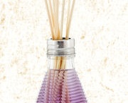 2CLR Reed Diffusers / The La Tee DaTwo Color (2CLR) reed diffusers two-tone fluid is specially formulated to stay separated inside the honeycomb glass. Fun, unique fragrances are vibrant and long-lasting.