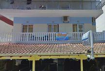 Ενοικιαζόμενα δωμάτια Λένα Παραλία Κατερίνης Πιερία / Το Lena Apartments βρίσκεται στην Παραλία Κατερίνης, σε απόσταση 80μ. από την θάλασσα και 6χλμ. από την πόλη της Κατερίνης. Προσφέρει κλιματιζόμενα δωμάτια με μοντέρνα διακόσμηση και δωρεάν Wi-Fi σε όλους τους χώρους.Όλα τα ευάερα δωμάτια είναι διακοσμημένα σε αποχρώσεις του μπεζ και του καφέ.