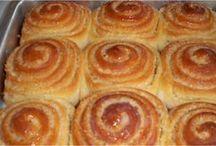 pães variados doces etc