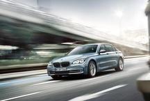 Yeni BMW ActiveHybrid 7 / 6 silindirli motoru ve minimuma indirilmiş emisyon değerleriyle 2. nesil BMW ActiveHybrid 7'yi sunmaktan gurur duyuyoruz. Daha fazla bilgi için: http://bit.ly/BMW_ActiveHybrid_7