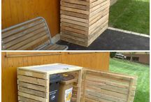 Pallet Compost Bin / Garden compost bins out of discarded pallets. More inspiration here: http://www.1001pallets.com/diy-pallet-garden/pallet-planters-compost/