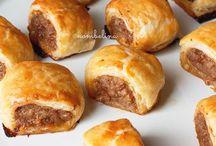 Indische sauzijsen broodjes