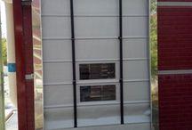 Hızlı Katlanır Kapı / Artı özelliği Branda içerisindeki bar sistemi kapının rüzgar direncini arttırmaktadır.