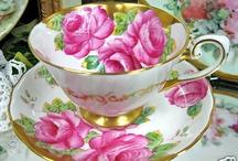 Belas xícaras em rosa.